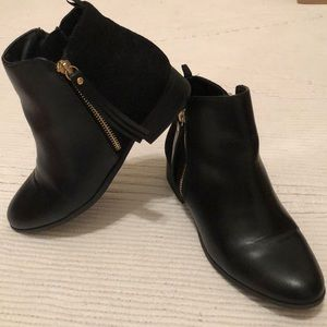 Other - Black ankle boots gold zipper design